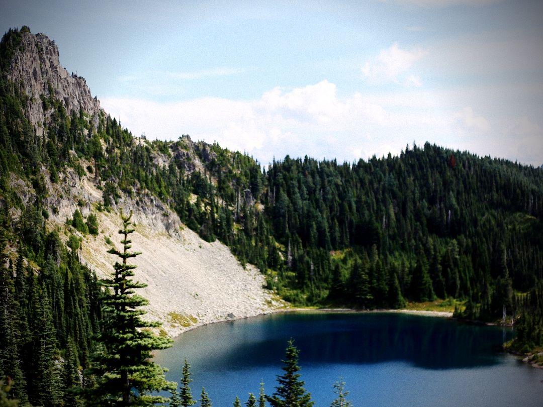 Zen lake for a bear hunt